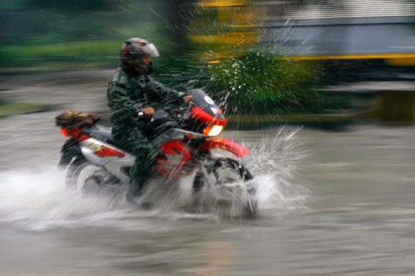 Όταν βρέχει δεν κλειδώνουμε την μοτοσυκλέτα…ωστόσο….
