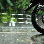 Μοτοσικλέτα και βροχή. Τι πρέπει να προσέχουμε.